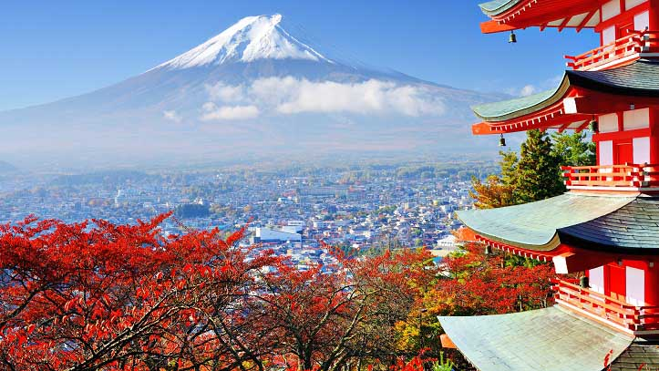 Vue sur le Mont Fuji à l'automne depuis la pagode Chureito à Kawaguchiko