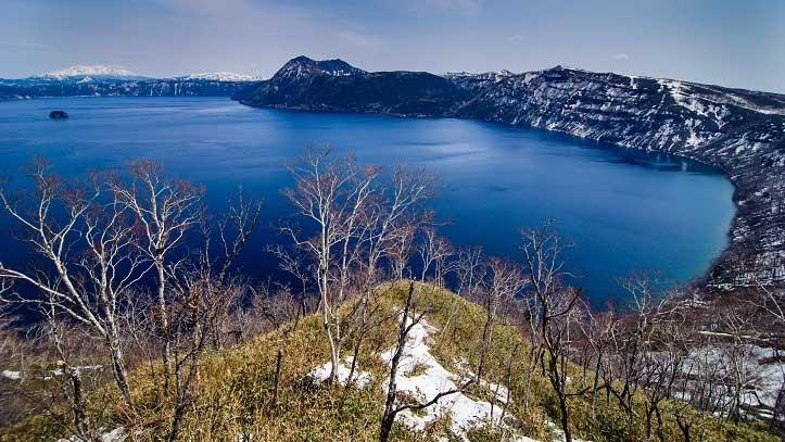 Vue sur lac Mashu à Kawayu Onsen