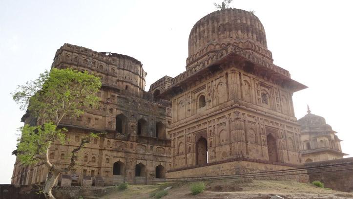 Chattris Gange Orchha