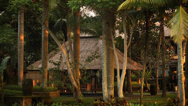 Ubud village resort soir
