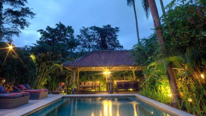 Balquisse Heritage Hotel piscine soir