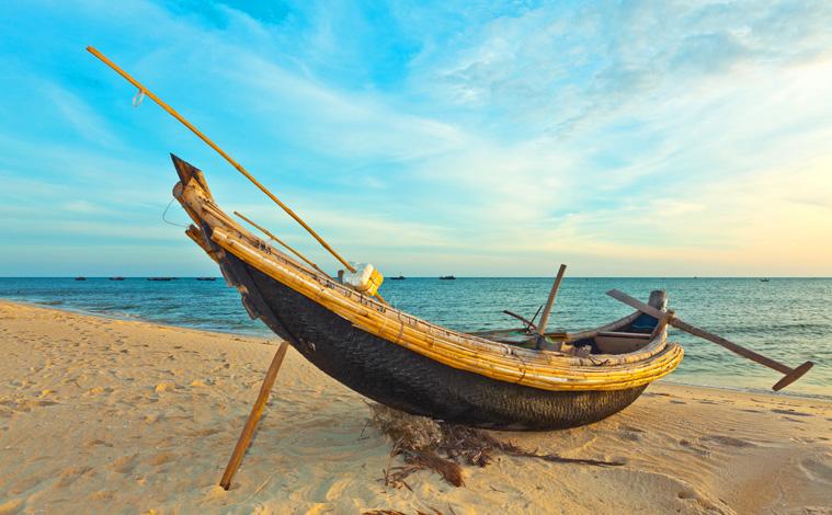 bateau-traditionnel-plage-vietnam