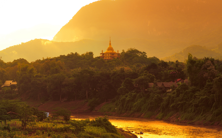coucher-soleil-temple-laos