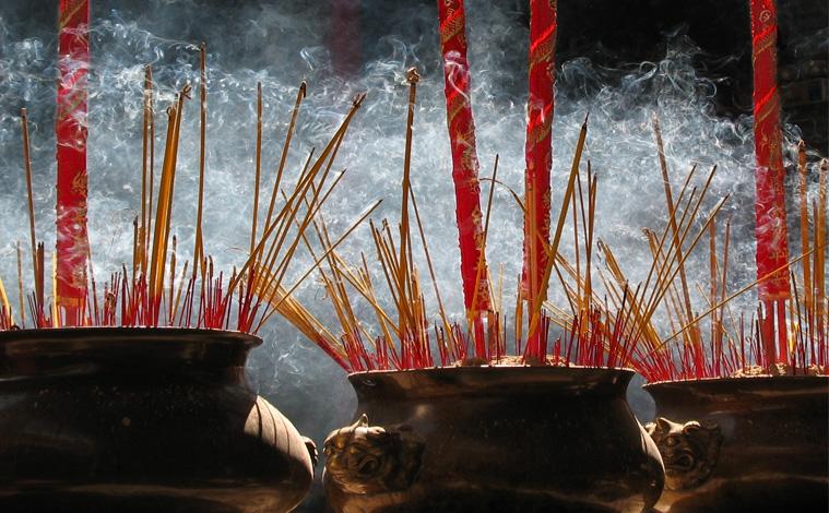 encens-temple-vietnam