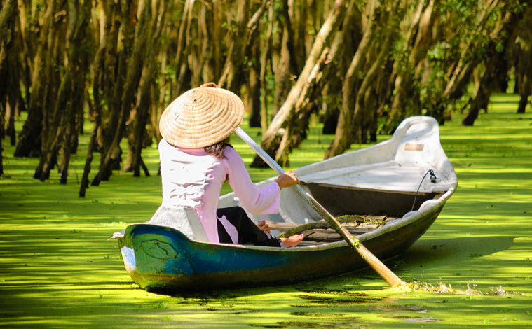 pirogue-femme-mekong