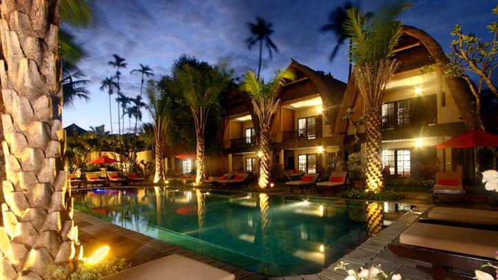 Segara Village piscine nuit